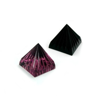 Pyramide gerillt Farbe wählbar